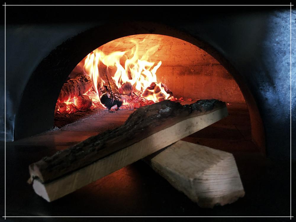 Pizza z pieca opalanego drewnem